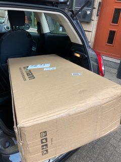 Schwierige Anlieferung eines Pakets © Astrid Braun