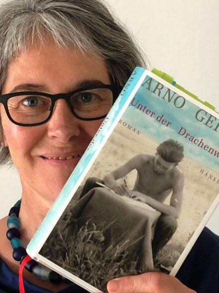 """""""Ich liebe Geschichten im Leben und in Büchern - Arno Geiger's Roman verbindet sie zu einem Sprachkunstwerk"""". Barbara Knieling über den Roman von Arno Geiger."""