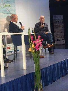 """Ein sehr entspanntes Gespräch zwischen Wolfgang Niess und Arno Geiger zum Buch """"Der alte König in seinem Exil""""- Foto: Astrid Braun"""