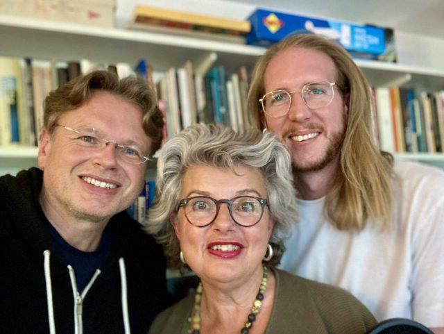 Die Podcaster und ihr Gast: Wolfgang Tischer (links), Astrid Braun und Stipendiat Raoul Eisele